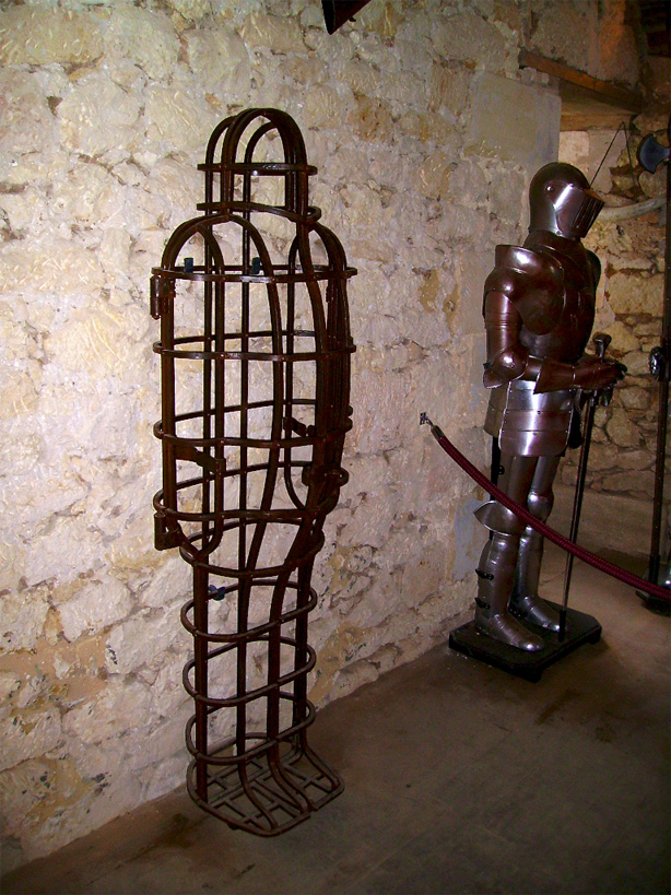 This cage opens at the front, the 3 elements can be clearly seen if you look at the feet