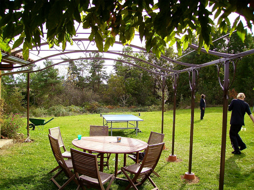 This garden structure can be roofed on the inside with canvas