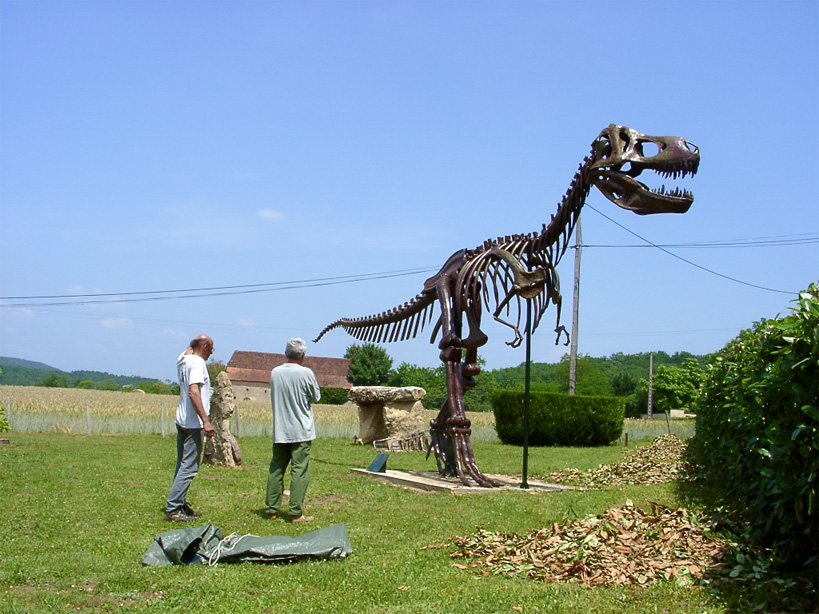 This life size Tyrannosaurus Rex skeleton can be seen in the grounds of the museum at le Moustier in the Dordogne