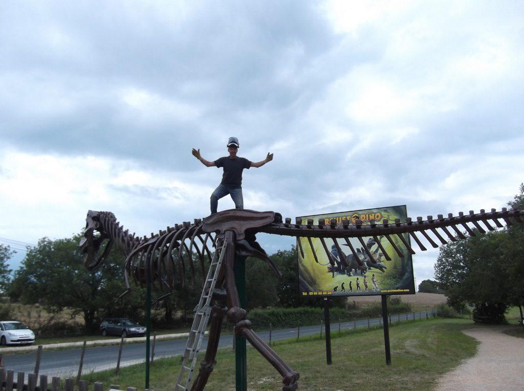 ce 2eme squelette de t-rex a était commandé pour un parc d'attraction